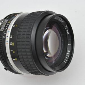 Nikon Nikkor 85mm 2.0 AIS im Zustand A optisch herausragend! TOP - optimales Portraitobjektiv - herausragende Bildqualtität mit eigenem flair