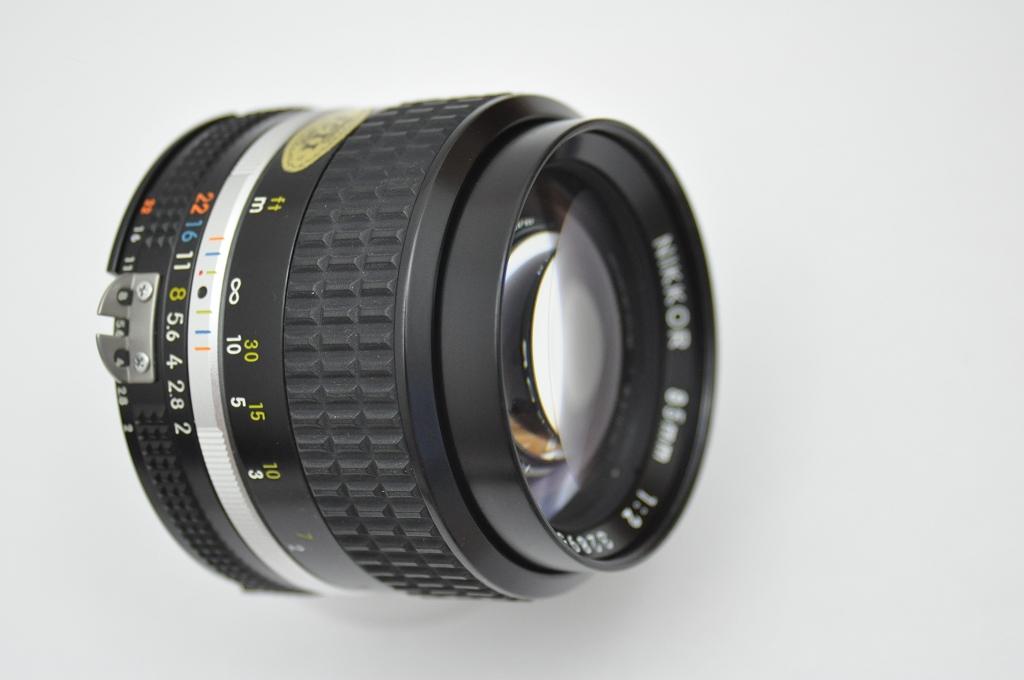Nikon Nikkor 85mm 2.0 AIS - geringste Gebrauchsspuren Zustand A