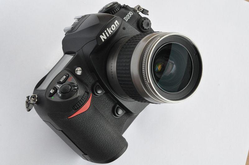 Nikon D200 vom Kameraset Nikon D200 Plus mit der Seriennummer 4154546 hat erst 8280 Auslösungen