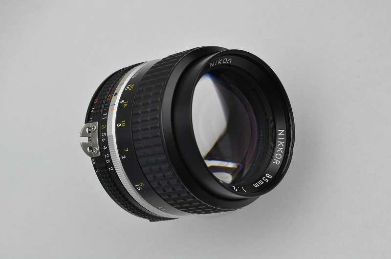 - Nikon Nikkor 85mm 2.0 AIS - geringste Gebrauchsspuren Zustand A/A+