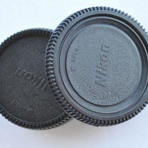 Nikon Objektivrückdeckel und Kameradeckel für alle F-Bajonett Nikon Kameras. Mit Nikon Aufschrift - neuwertig - eingeschweißt - TOP
