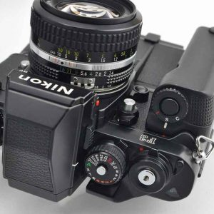 Nikon Kameraset F3HP aus den Komponenten Nikon F3HP + Motor MD-4 + Nikon Nikkor 50mm 1.4 AI - TOP - liegt perfekt in der Hand