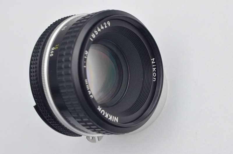 Nikon Nikkor 50mm 1.8 AIS Objektiv ist im Zustand A/A+ TOP - in OVP - hervorragende Bildqualität