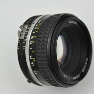 Nikon Nikkor 50mm 1.8 AIS Objektiv ist im Zustand A TOP