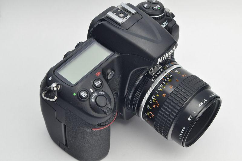 Nikon D300 Plus Set - mit 55mm Micro Nikkor AIS und 28-80mm G Objektiv - TOP