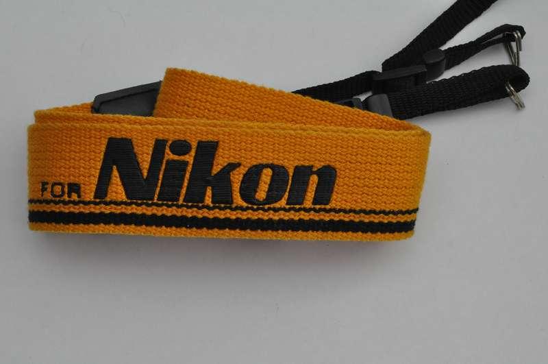 Kood Schulterriemen Gelb großer Schriftzug TOP - breit - großer Nikon Schriftzug