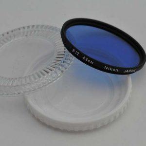 Nikon Filter 62mm B12 gebraucht ohne Kratzer. Deshalb im Zustand A/A+ Konversionsfilter B12 - wenn Tageslichtfilm bei Kunstlicht verwendet werden soll