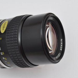 Nikon Nikkor 135mm - 2.8 AI-selbst bei Offenblende superscharf