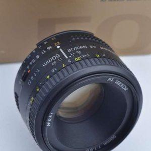Nikon Nikkor 50mm 1.8 D - AF Objektiv - bis heute im klassischen Design mit nur 6 Linsen - es hat keine Vignettierung und eine minimale Verzerrung