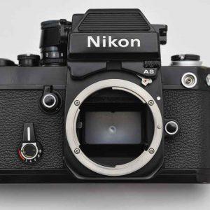 Nikon F2 AS mit der Seriennummer 7757868 hat Abnutzungsspuren, ist technisch perfekt - die Legende - schwarz - TOP - neuer Spiegeldämpfer