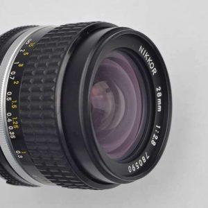 Nikon Nikkor 28mm 2.8 - AIS im Zustand A geringe Abnutzungsspuren - Nikons schärfstes manuelles Objektiv mit einer sagenhaften Naheinstellung von 0,2m