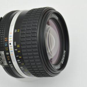 Nikon Nikkor 28mm 2.8 - AIS ist Nikons schärfstes manuelle Objektiv mit einer sagenhaften Naheinstellung von 0,2m