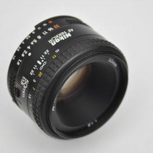 Nikon Nikkor 50mm 1.8 - AF Objektiv - bis heute im klassischen Design mit nur 6 Linsen - es hat keine Vignettierung und eine minimale Verzerrung