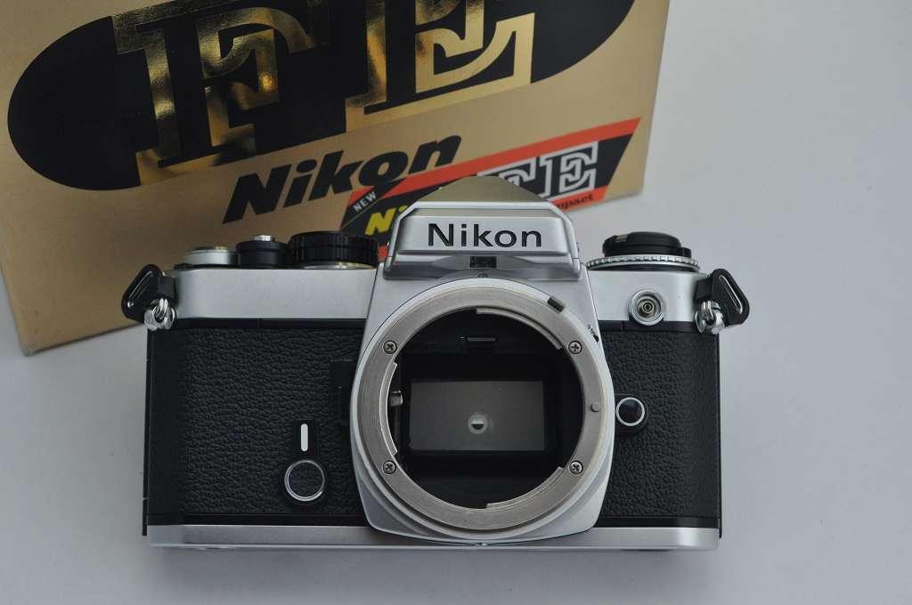 Nikon FE - Zustand A/A+ mit Schlitzverschluss der Nikon FM - auch die alten AI Objektive sind nutzbar - robust und sehr kompakt - in OVP