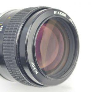 Nikon Nikkor 85mm 1.8 K - komplett aus Metall - ein Objektiv mit ganz eigenem Flair - optimal zur Portraitfotografie - im Zentrum extrem scharf