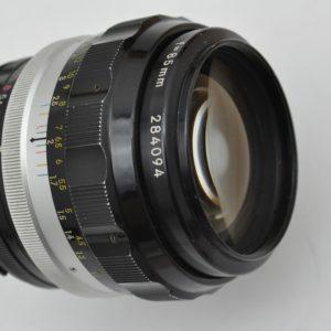 Nikon Nikkor 85mm 1.8 H - AI komplett aus Metall - ein Objektiv mit ganz eigenem Flair - optimal zur Portraitfotografie - im Zentrum extrem scharf