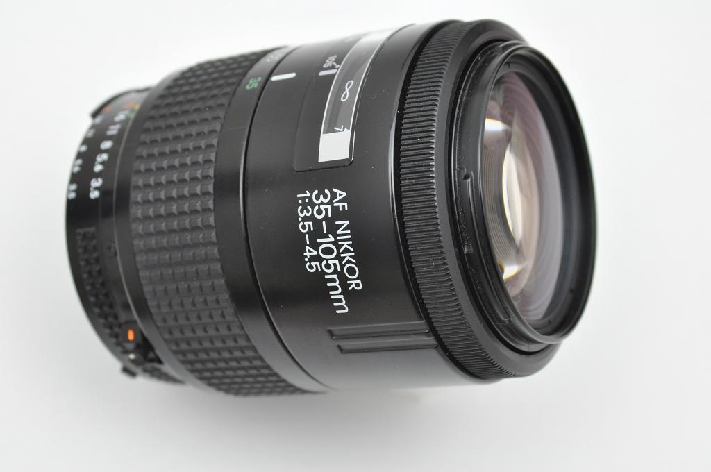 Nikon AF Nikkor 35-105mm sehr solide verarbeitet, liegt sehr gut in der Hand, deckt den gesamten Brennweitenbereich ab, sehr schneller AF TOP Zustand A