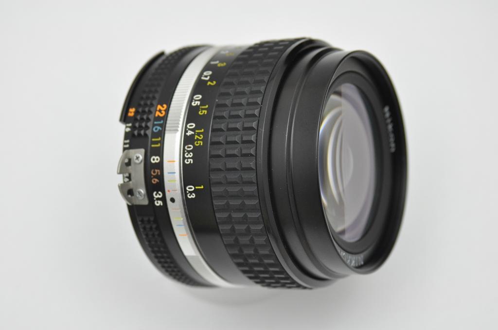 Nikon Nikkor 28mm 3.5 AI - klein - sehr kompakt - höchstwertig verarbeitet