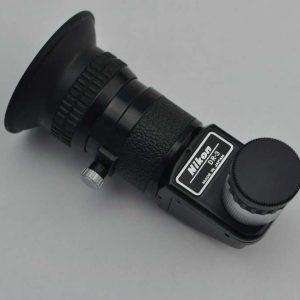Nikon DR-3 Winkelsucher zeigt ein aufrechtstehendes, seitenrichtiges Bild
