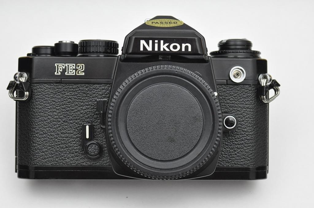 Nikon-FE2 schwarz mit geringen Gebrauchsspuren