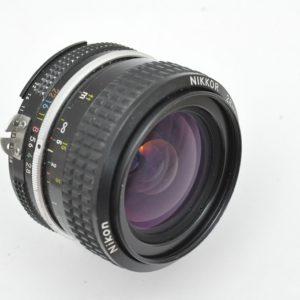 Nikon Nikkor 28mm 2.8 AI ist ein 7 Linser mit hervorragenden Abbildungsleistungen