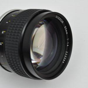Das Nikon Nikkor 85mm 1.4 AIS hat keine Verzerrungen und ein wunderbares Bokeh