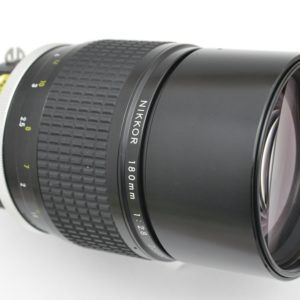 Nikon 180mm 2.8 AI ist eines der schärfsten, kontrastreichsten und farbtreuesten Objektive im mittleren Tele-Bereich